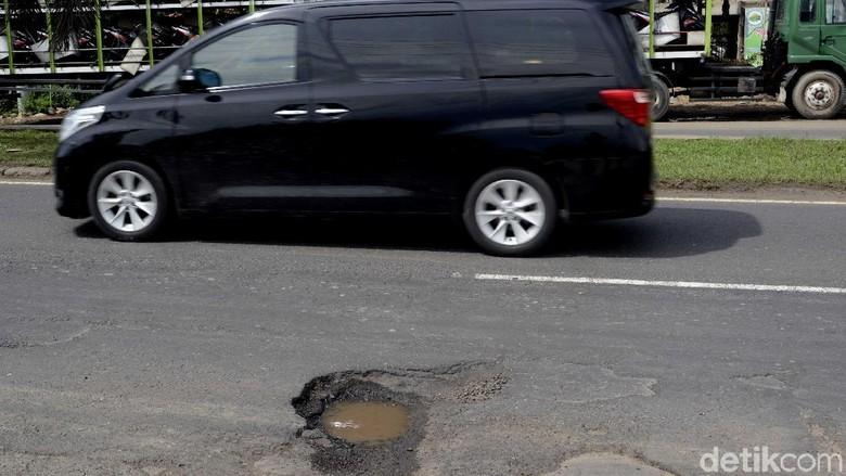 Tabrak Jalan Berlubang Airbag Mobil Bisa Mengembang
