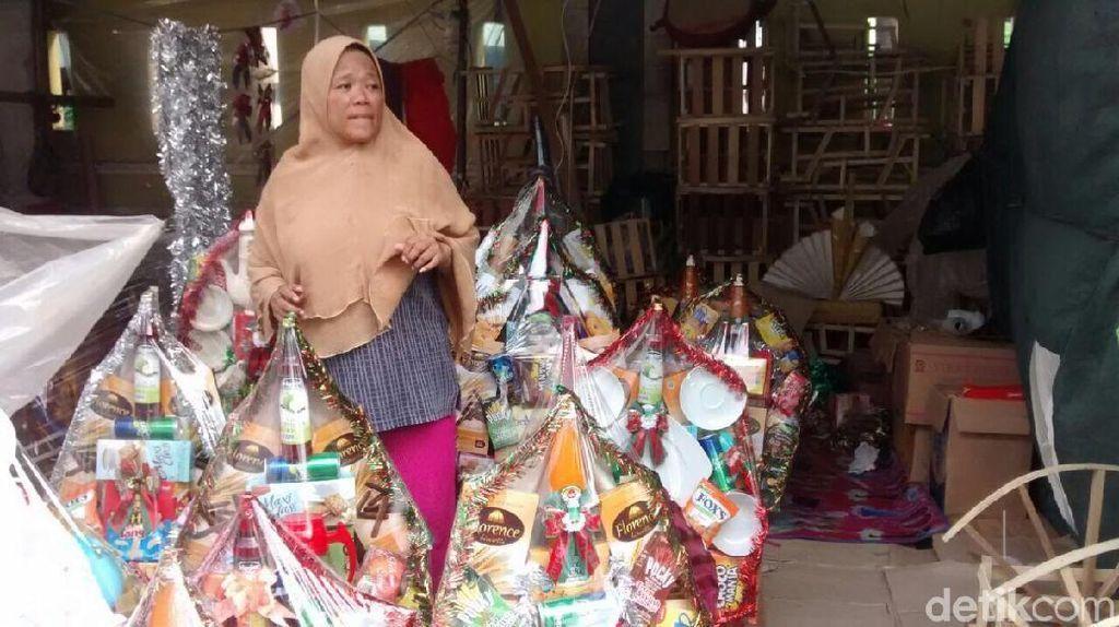 Pedagang Parsel Raup Omzet Jutaan Rupiah per Hari Jelang Natal