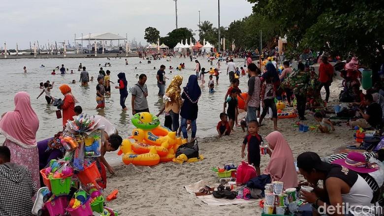 Menikmati Liburan Murah Meriah di Pantai Ancol
