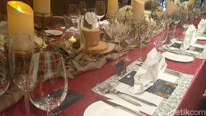 Nuansa White Christmas dan Sajian Prancis Klasik Menanti Anda di Restoran Ini