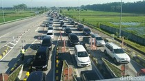 Libur Natal, Lalu Lintas di Exit Tol Bandar Jombang Mulai Macet