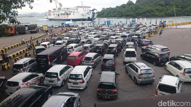 Libur Natal, 11 Ribu Kendaraan Menyeberang ke Sumatera Lewat Merak