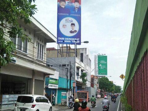 Memanas, Duel Reklame Gus Ipul Vs Khofifah di Surabaya