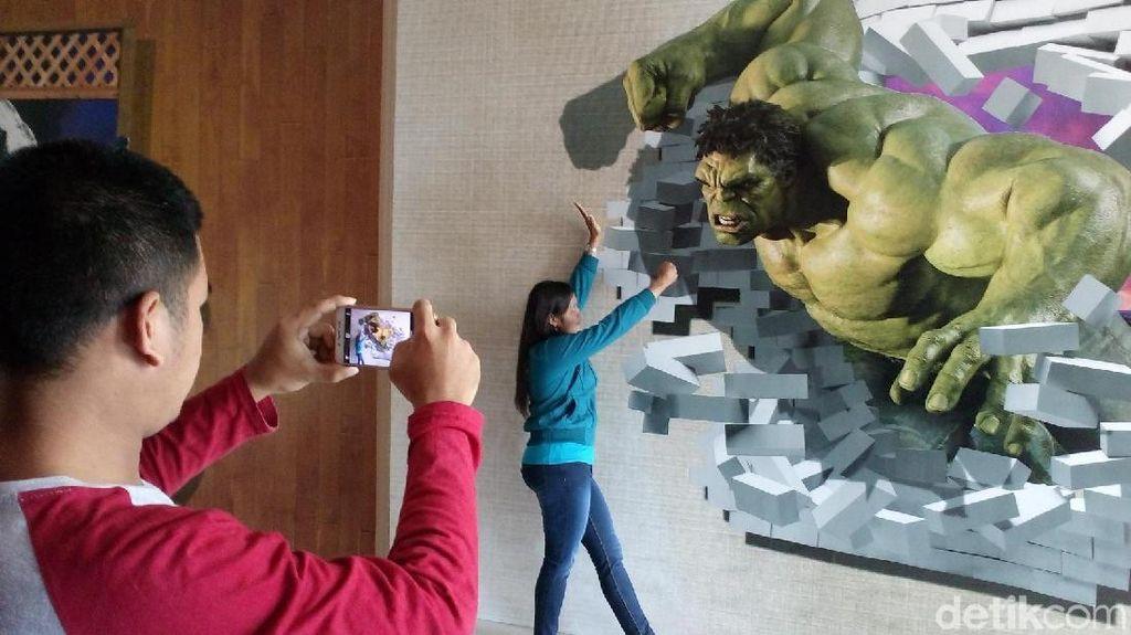 Penggila Selfie di Mojokerto Wajib Kunjungi Wahana Foto 3D Ini