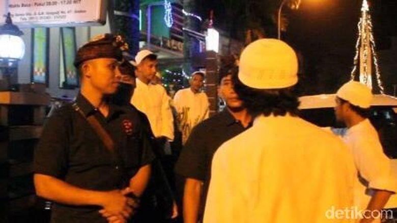 Remaja Masjid dan Pecalang di Ambon Ikut Amankan Misa Natal
