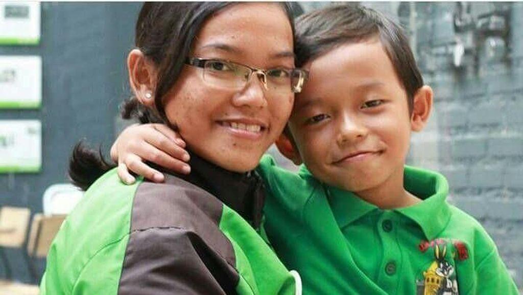 Cerita Single Mom Driver Go-Jek, Ditimpuki Sampai Jumpa Selebriti