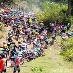 Pengguna Motor Trail Uji Nyali di Toraja