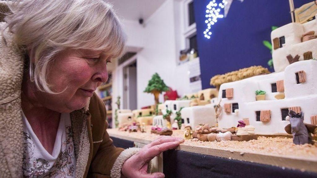 Wouw! Ahli Kue Ini Bikin Miniatur Kota Bethlehem dari Fruitcake