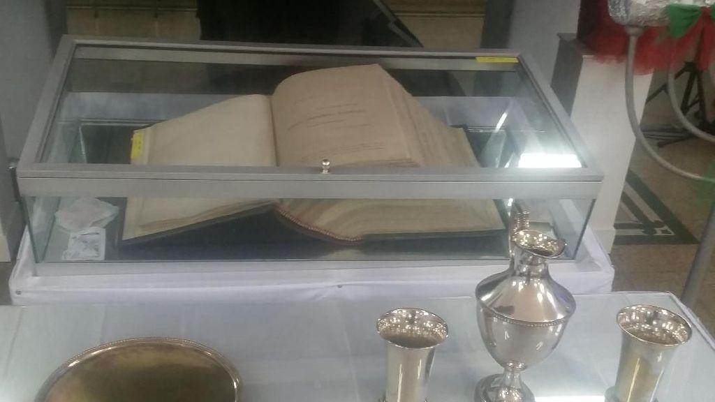 Tentang Alkitab 300 Tahun dari Ratu Belanda di Gereja Ayam Jakarta
