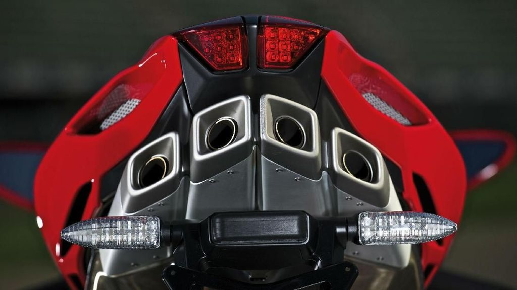 Panas! Ducati Siapkan Mesin 4 Silinder, MV Agusta Permak Mesinnya