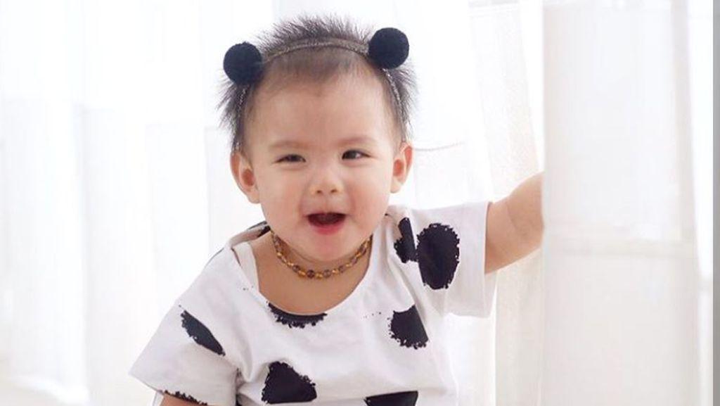 Berumur Setahun, Putri Ririn Ekawati Ini Makin Menggemaskan