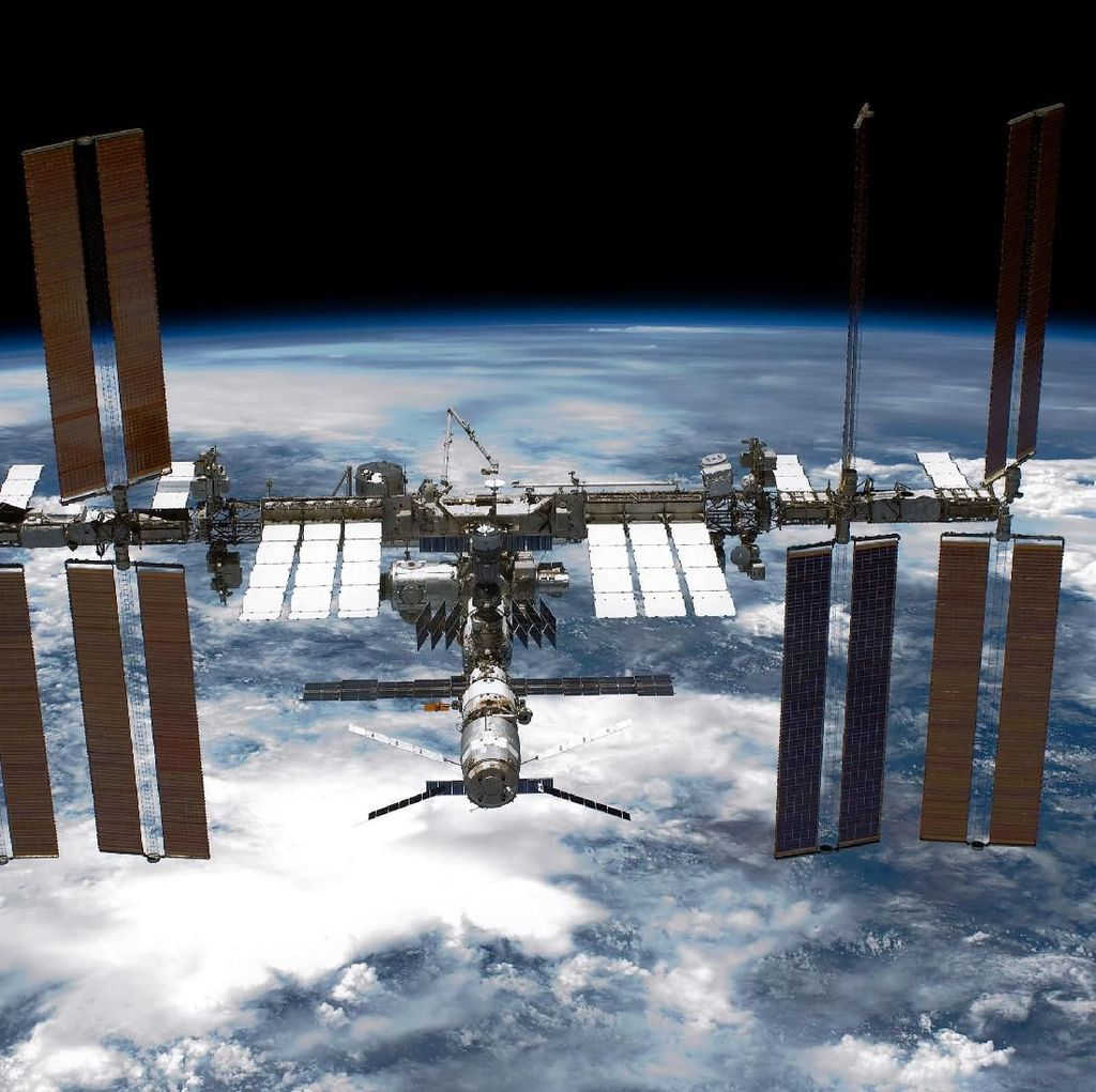 Astronot Juga Perlu Dandan di Antariksa