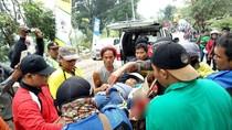 Rem Blong, Pemotor Satu Keluarga Tabrak 2 Mobil di Pacet