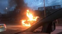 Mobil Terbakar di Tol JORR Cengkareng Arah Bandara