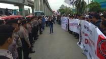 Ratusan Pekerja Kontainer Demo JICT Terkait Kontrak Kerja
