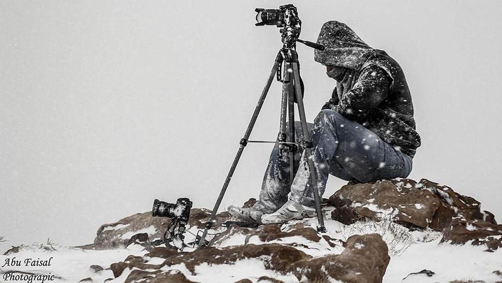 Aksi Gila Fotografer demi Berburu Foto yang Memukau
