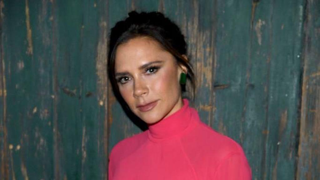 Tampil Seksi di Majalah Vogue, Victoria Beckham Banjir Pujian