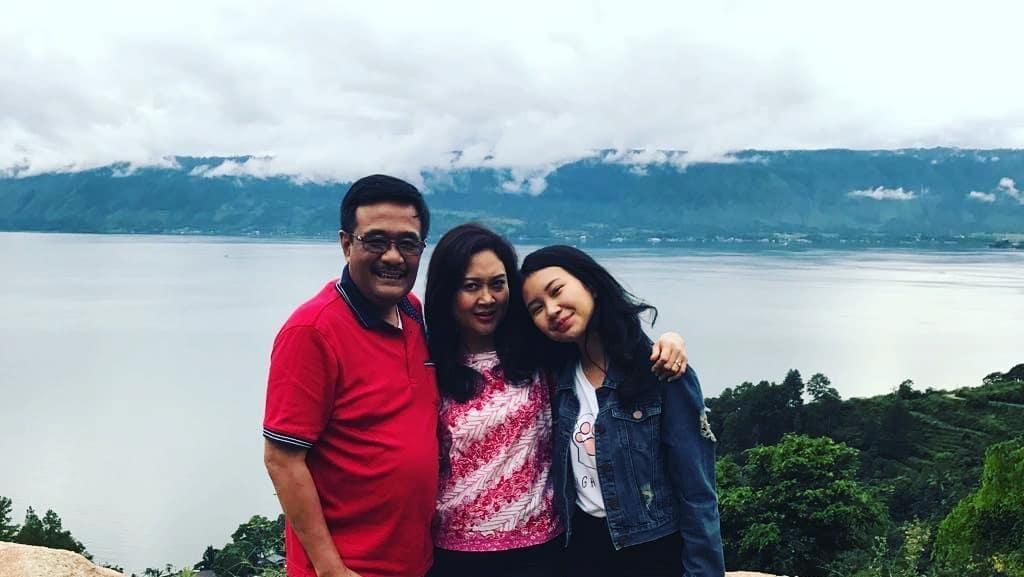 Liburan Akhir Tahun, Djarot Sekeluarga Kunjungi Danau Toba