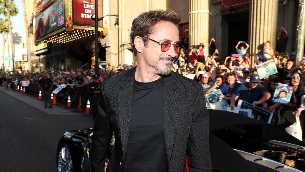 Robert Downey Jr Beri Lampu Hijau Sherlock Holmes 3?