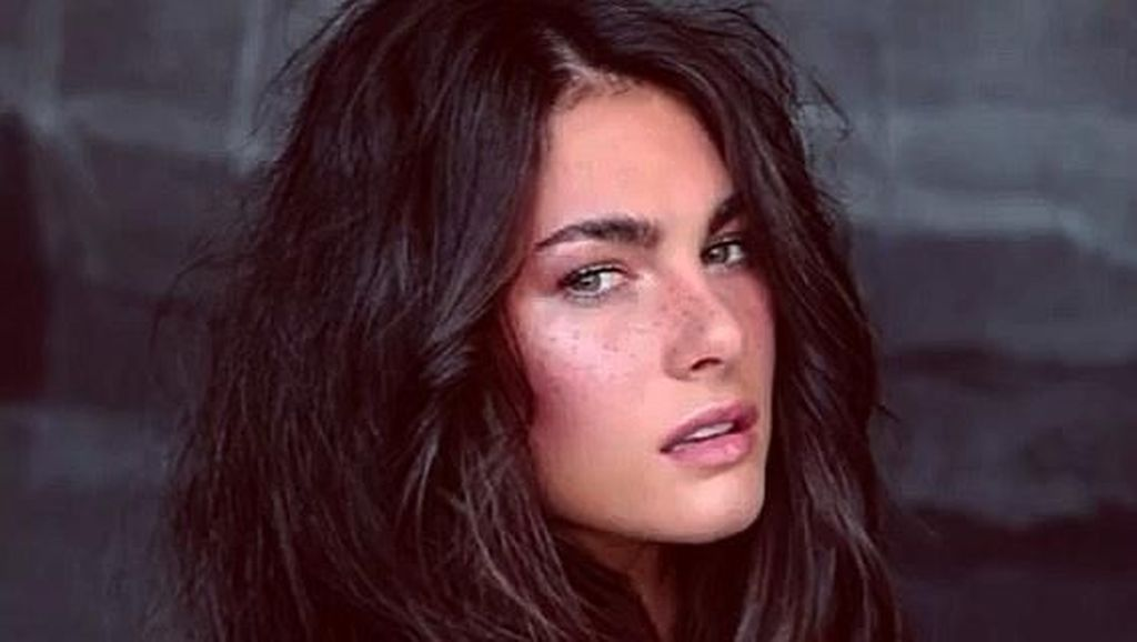 Ini Francesca Sofia, Model Cantik dan Seksi Pacar Baru Valentino Rossi