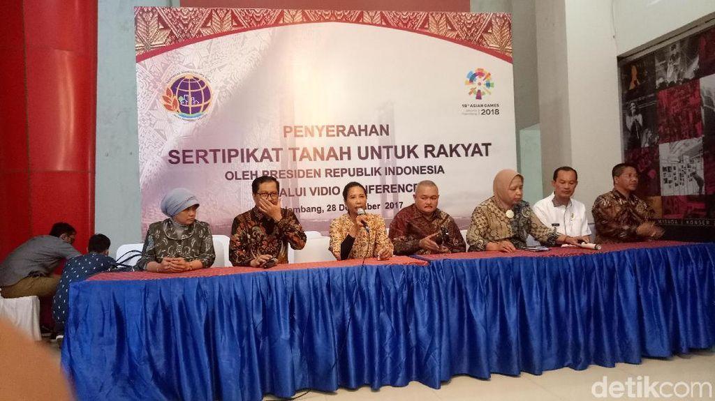 Rini Bagikan 140.335 Sertifikat Tanah di Palembang