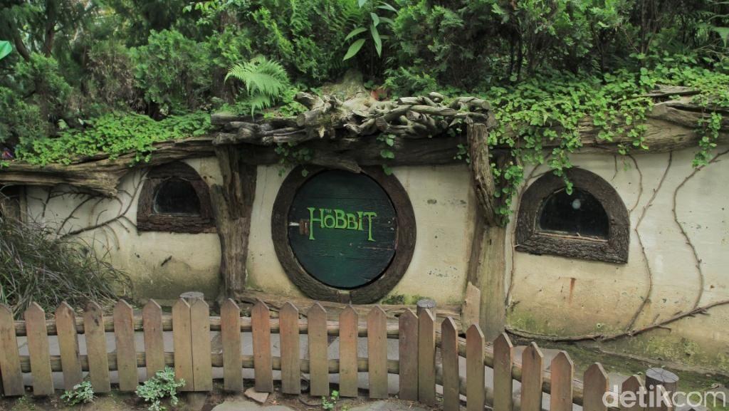 Mengintip Kampung Hobbit di Bandung