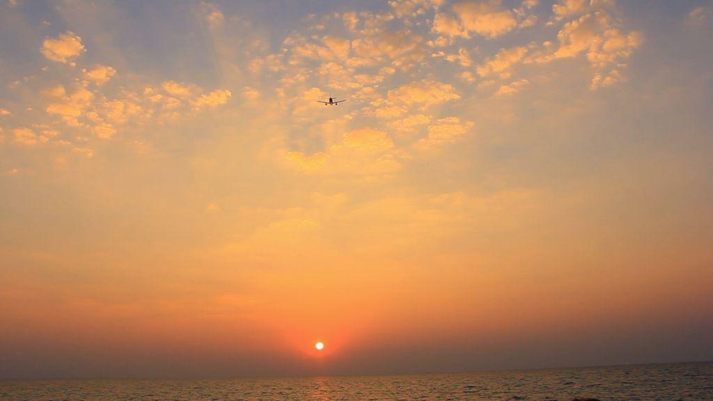Perubahan Waktu Matahari Terbit dan Terbenam. Seorang ahli astrofisika bernama Ethan Siegel mengatakan jika Bumi berbentuk datar, maka setiap daerah di seluruh dunia akan menyaksikan terbitnya Matahari di waktu yang bersamaan, begitupun saat terbenam, mengingat konsep ini tidak mengenal sisi gelap dan terang Bumi di waktu yang berbeda. (Foto: Internet)