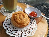 Jacob Koffie Huis: Menikmati Latte dan <i>Pastry Almond</i> di Kedai Kopi Homey