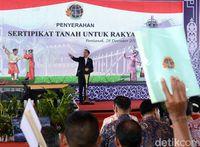 'Kejar Setoran', Jokowi Perintahkan Menteri Bagikan Sertifikat Tanah