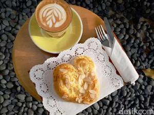 Jacob Koffie Huis: Menikmati Latte dan Pastry Almond di Kedai Kopi Homey