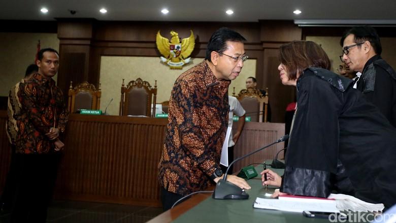 Sidang Putusan Sela, Hakim Pilih Argumen KPK atau Novanto?