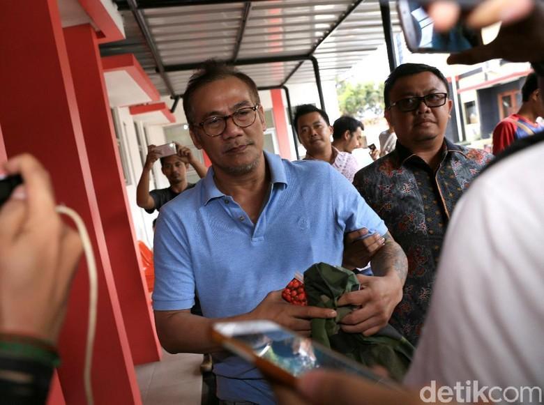 Tio Pakusadewo Gunakan Sabu Bukan karena Kaki Sakit
