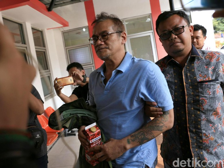 Tio Pakusadewo Jalani Olahraga Rutin Selama Direhabilitasi