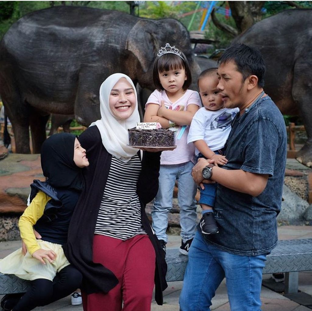Hamil 8 Bulan, Zaskia Mecca Telepon Hanung sampai Menangis