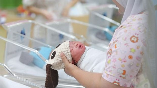 Sambut Tahun Baru, Bayi-bayi Ini Dipakaikan Kostum Anak Anjing
