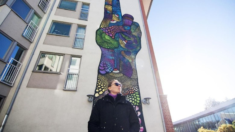 Mural Raksasa Bergambar Kelamin Pria di Manhattan Dicemooh Publik