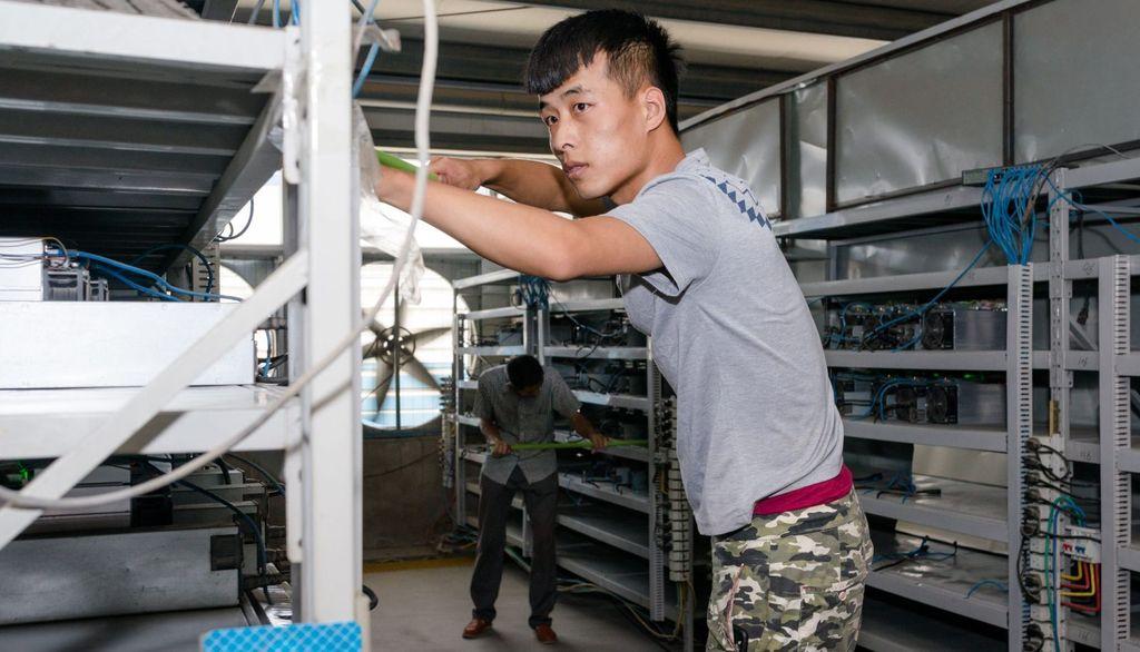 Penambangan Bitcoin ini berada di kawasan industri SanShangLiang di kota Ordos, wilayah otonom yang merupakan bagian dari China. Letaknya sekitar 643 kilometer dari Beijing. Foto: Quartz