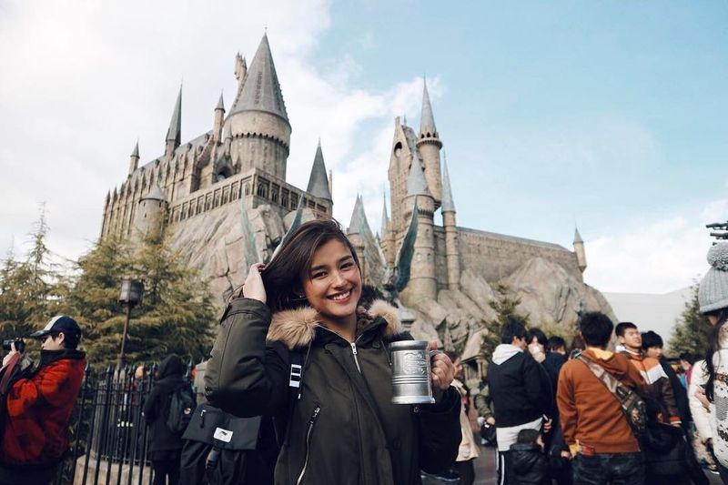 Liza Soberano menempati posisi pertama sebagai pemilik wajah tercantik di 2017. Aktris asal Filipina sudah pernah ke Wizarding World of Harry Potter, Osaka, Jepang (Dok. Instagram/lizasoberano)