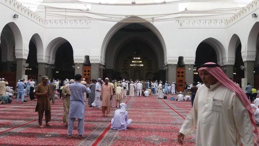 Mengunjungi Masjid Pertama yang Dibangun Nabi Muhammad