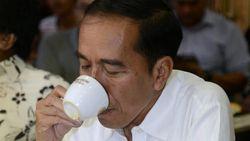 Ngevlog di Bandung, Jokowi Cicipi Kopi Terbaik dan Termahal di Dunia