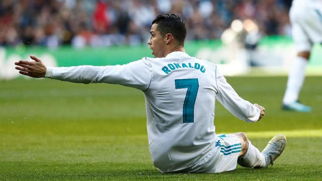 Tepikan Rumor Transfer, Zidane Minta Ronaldo Fokus Perbaiki Performa