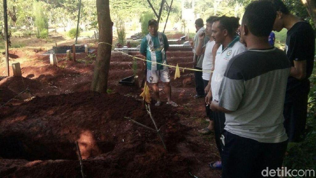 Polisi Tangkap Pencuri Tali Kafan di Makam Warga di Tangsel