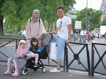 Hmm kalau yang ini keluarga Zaskia-Hanung lagi jalan-jalan ke mana ya? (Foto: Instagram Zaskia Mecca)
