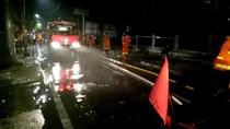 Damkar Bersihkan SPBU Jagakarsa Lokasi Truk Tangki Terbakar