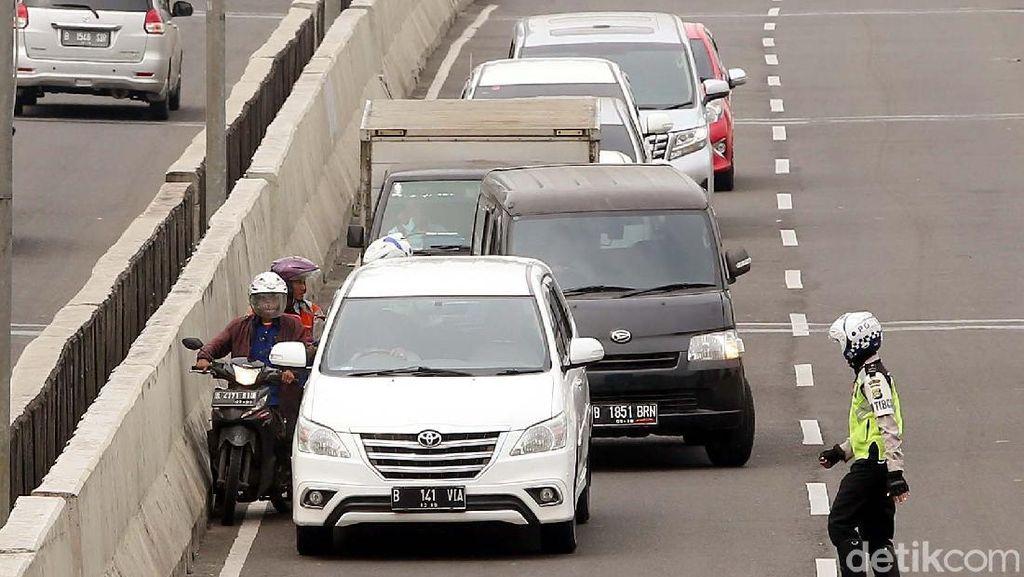 Dear Pemotor, Jangan Terobos Jalan Layang Non Tol Lagi, Bahaya!