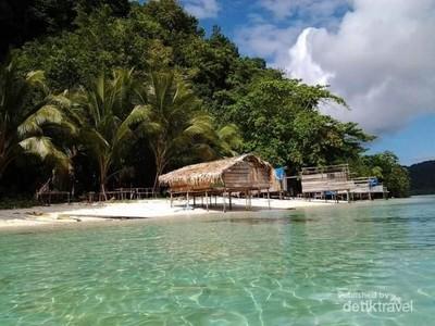 Foto: Pulau Cantik Tak Berpenghuni di Raja Ampat