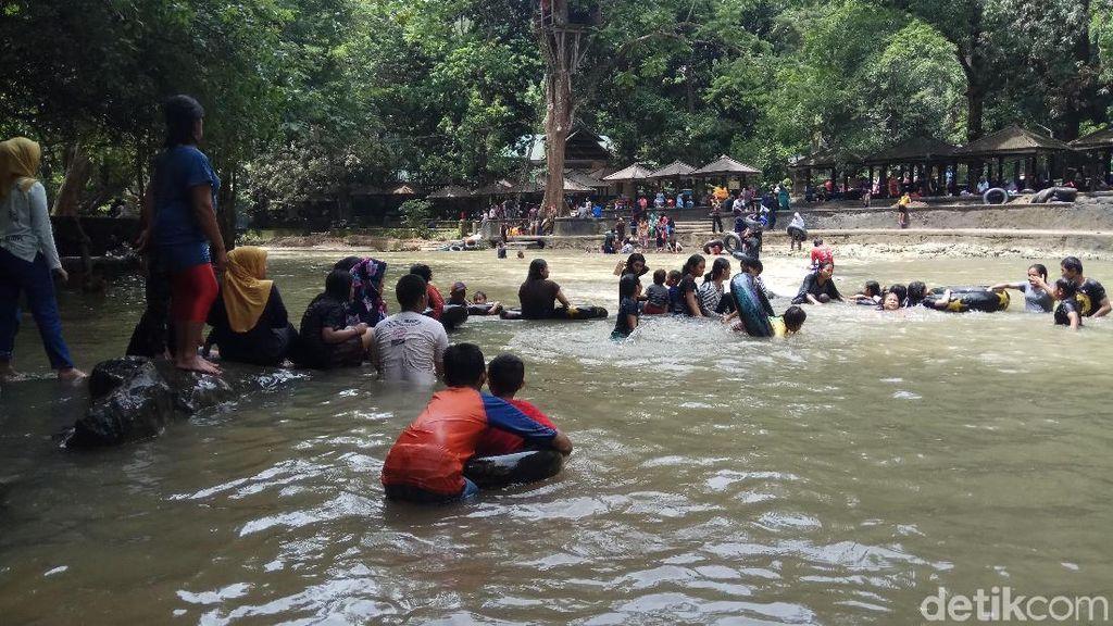 Sempat Diterjang Air Bah, Objek Wisata Bantimurung Ramai Liburan Tahun Baru