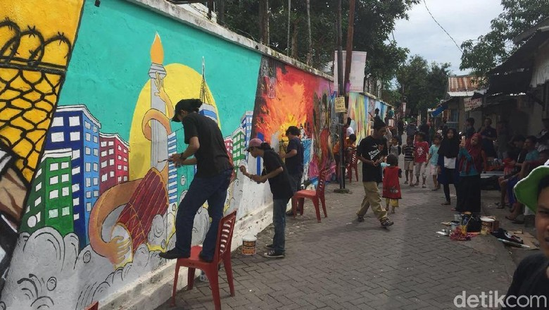 Mural di Lorong Warna-warni Makassar (Ibnu/detikTravel)