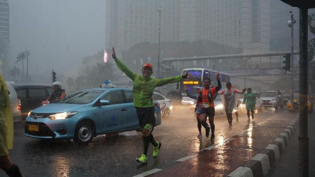 Foto: Tak Lelah Berlari Sampai Kalender Berganti