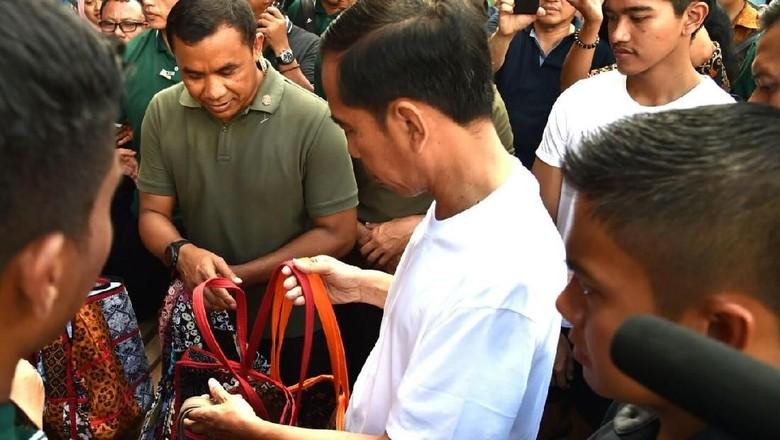 Ini Tas Batik Rp 20 Ribu yang Dibeli Jokowi di Malioboro
